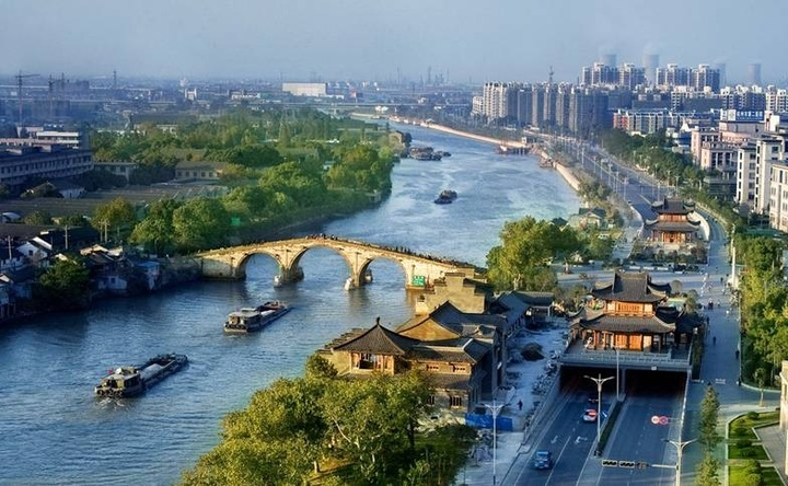 Hangzhou's Grand Canal in the spotlight