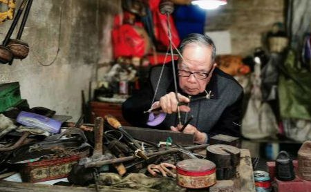 The last person to make traditional handmade steelyards
