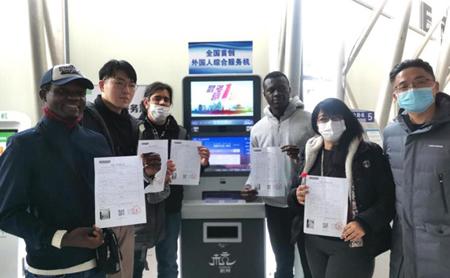 Expats enjoy simplified civil affairs in Hangzhou