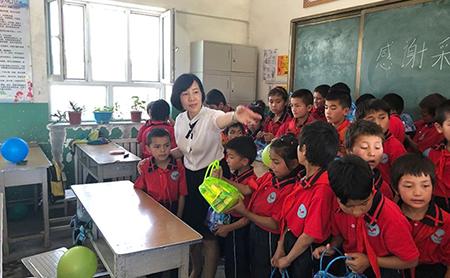 Hangzhou teacher offers educational support in Aksu, Xinjiang