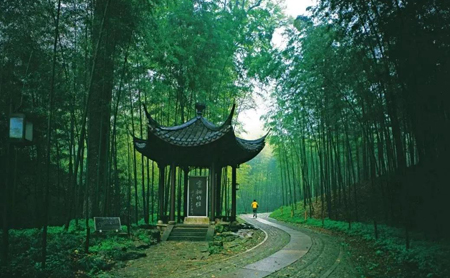 Cool off by traveling down ancient paths in Hangzhou
